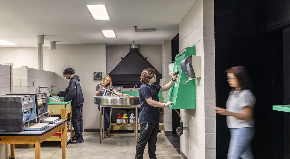 Students working in the Darkroom Wet Lab